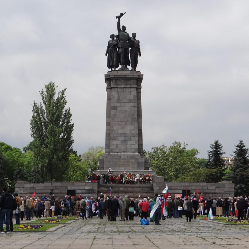 лития у памятника советским войнам 1