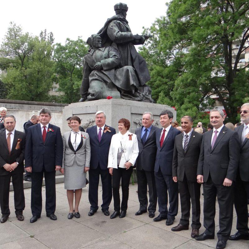 лития у памятника советским войнам 5