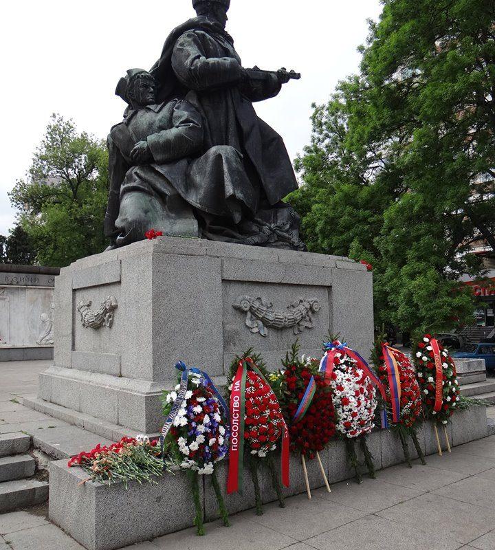 лития у памятника советским войнам 8