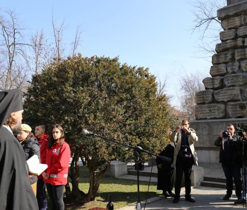 Заупокойная лития у докторского памятника (10)
