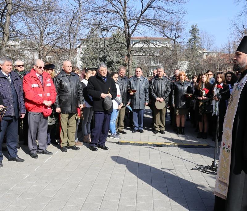 Заупокойная лития у докторского памятника (12)