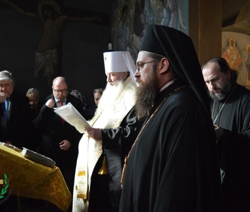 молебен у мощей свт. Серафима Софийского (5)